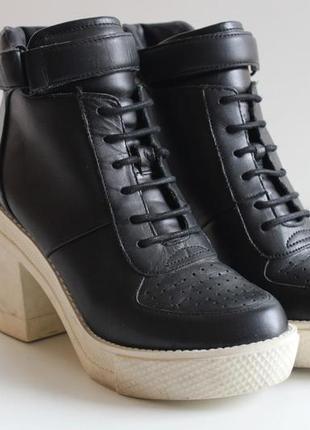Кожаные ботинки aldo на каблуке