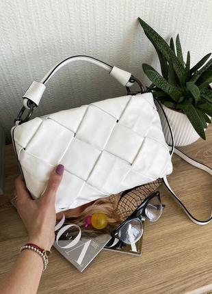 Белая плетеная стильная кожаная сумка в стиле bottega veneta, ...