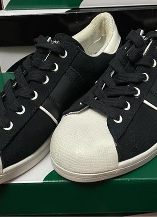 Calvin Klein    НОВІ кросівки / кроссовки