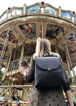 Стильный сумка-рюкзак на несколько отделений черного цвета