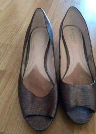 Модельные туфельки с открытым носком