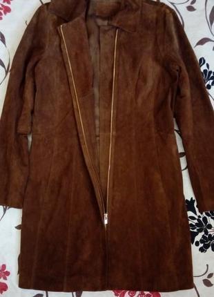 Замшевое коричневое пальто-тренч на молнии reserved
