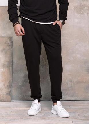 Черные трикотажные спортивные штаны с манжетами,джоггеры