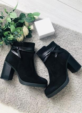 Женские ботинки деми черные натуральная замша на каблуке