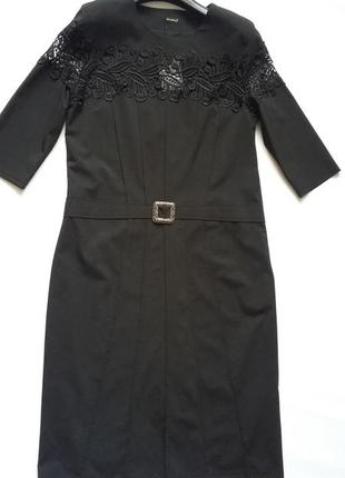 Черное платье на подкладке с кружевом