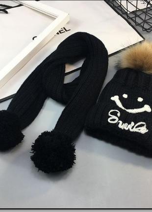 Вязаная шапка с шарфом
