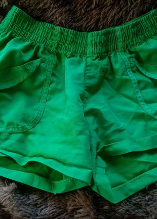 Шорты зелёные