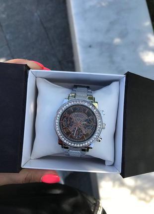 Часы женские, серебренный цвет, черный циферблат ,