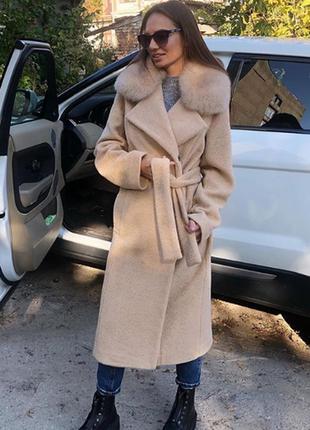 Идеальное зимнее пальто с воротником из натурального меха песца