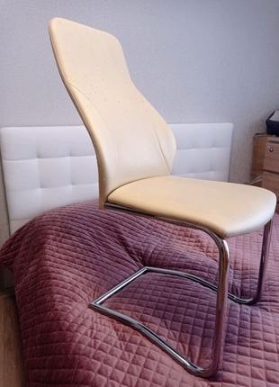 Продам стул из экокожи белый