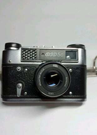Фотоаппарат ФЕД-5С в кожаном чехле.