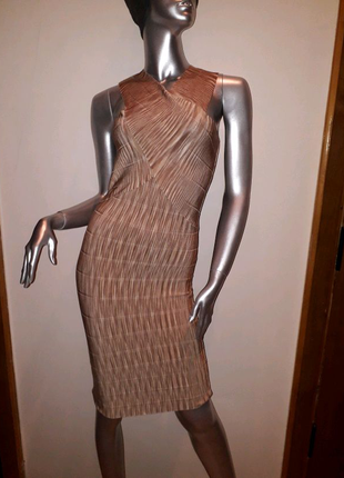 Платье бандажное можно в ресторан и на променад. Есть размеры 36,