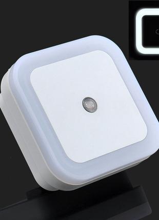 Светодиодный ночник с датчиком света белый (LED светильник в розе