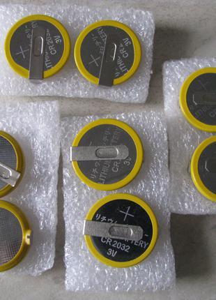Батарейка CR2032 3V Li-ion с жесткими выводами.