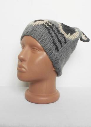 Осенняя вязаная спортивная шапка c ушками