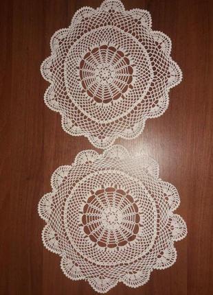 Винтажные вязаные салфетки для стола