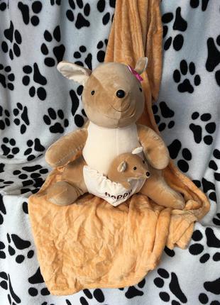 Плед с подушкой кенгуру с детенышем