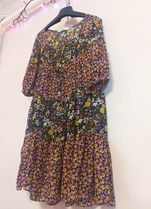 Шифоновое платье в цветочном стиле свободного кроя