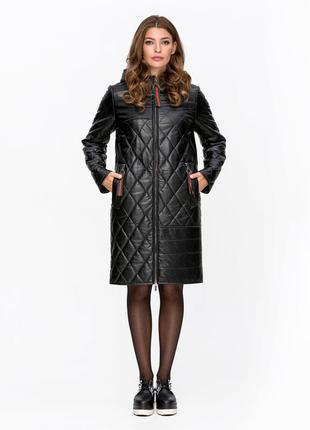 Черная стеганная демисезонная куртка парка из эко-кожи с капюш...