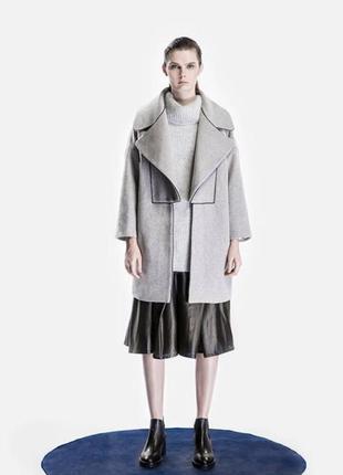 Новое с бирками пальто в стиле оверсайз