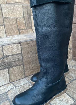 Стильные кожаные высокие сапоги