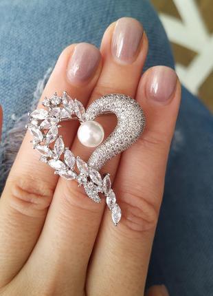 Брошь сердце с камнями ювелирная бижутерия