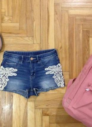 Стильные джинсовые шорты h&m  с кружевом