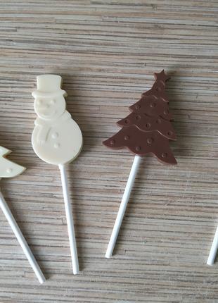 Леденцы на палочке, шоколадные конфеты, пряники на праздник