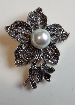 Цветок брошь брошка с дымчатыми кристаллами и жемчужной бусиной