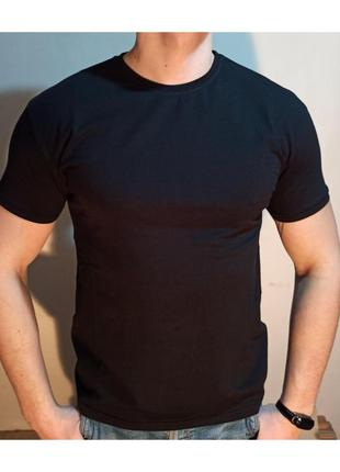 Мужская футболка черная однотонная