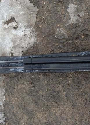 Амортизатор кришки багажника Рено Меган 2.