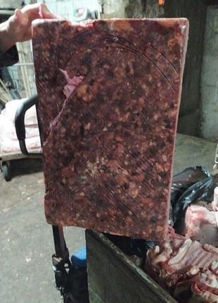 Фарш говяжий субпродуктовый на корм животным. Корм для собак.
