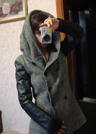 Пальто с рукавами из кожзама