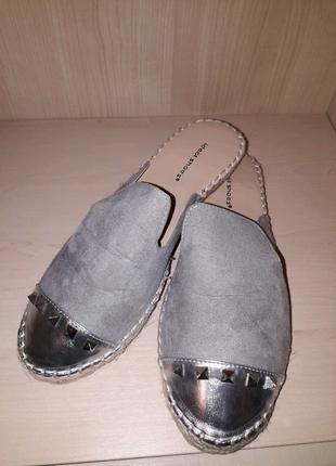 Шлепанцы женские кожанные. универсальная обувь для сменки раз 39
