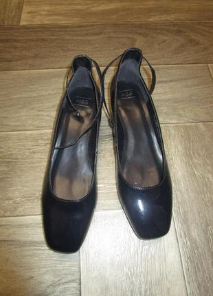 Удобные эффектные туфли