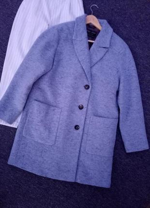 Шерстяное обемное пальто с накладными карманами раз. l-xl