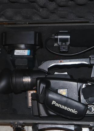 Профессионалная видеокамера Panasonic AG-DVX100B