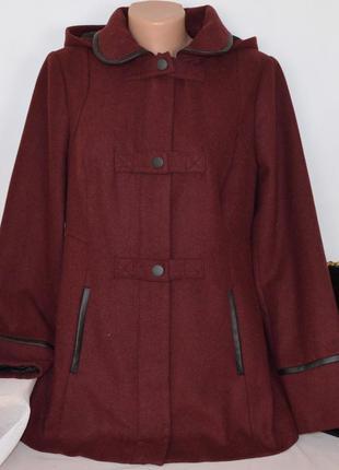 Бордовое демисезонное пальто с капюшоном и кожаными вставками ...