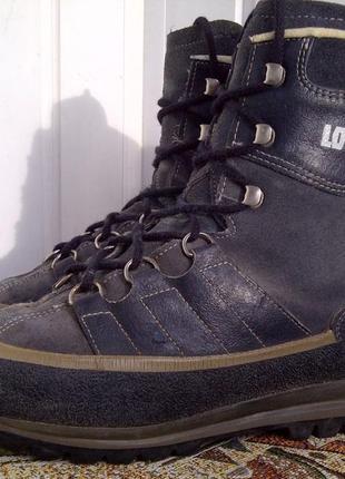 Утепленные треккинговые горные ботинки lowa
