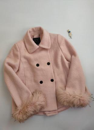Розовое короткое шерстяное пальто с мехом енота only,  p-p l