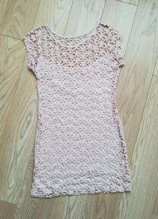Красивое пудровое ажурное платье