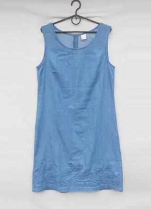 Летнее легкое джинсовое платье с вышивкой без рукавов