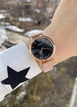 Часы женские с черный циферблатом