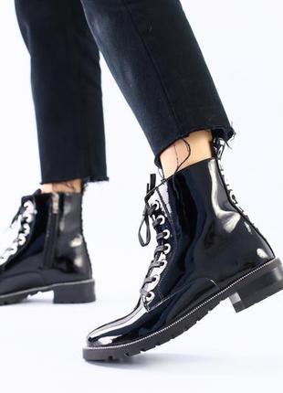 Женские черные лаковые демисезонные ботинки