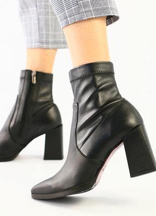 Женские демисезонные черные ботильоны на каблуке, кожа + стрейч