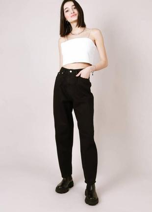 Чёрные джинсы бананы с высокой талией