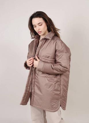 Бежевая утеплённая куртка-рубашка на весну