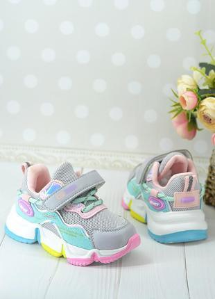 Красивые весенние кроссовки для девочки
