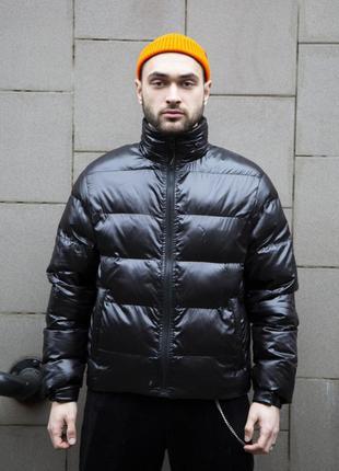 Короткая весенняя куртка-пуховик holla черная
