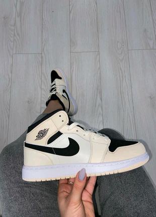 Air Jordan 1 Beige Black